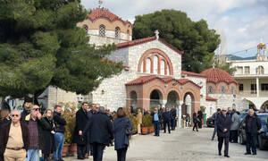 Κηδεία Θέμου Αναστασιάδη: Θλίψη στην κηδεία του δημοσιογράφου