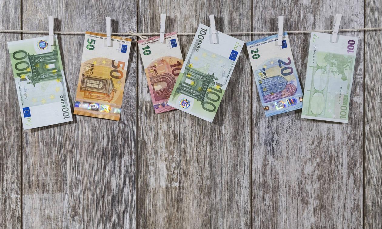 Πλαστά χαρτονομίσματα των 20 και 50 ευρώ: Δείτε αν τα έχετε στην τσέπη σας – Πώς θα τα αναγνωρίσετε