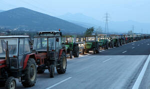 Στους δρόμους οι αγρότες: Ξεκίνησαν τις κινητοποιήσεις - Πού στήνουν μπλόκα
