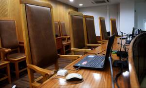 Ναύπλιο: Τα έκανε «γυαλιά-καρφιά» στο δικαστήριο γιατί δεν του άρεσε η απόφαση (pics&vid)