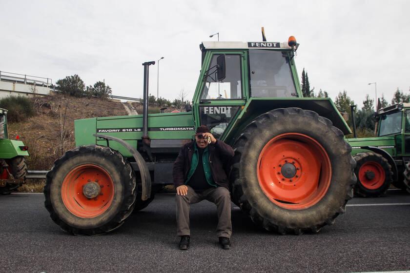 Αποφασισμένοι να μην υποχωρήσουν οι αγρότες της Θεσσαλίας