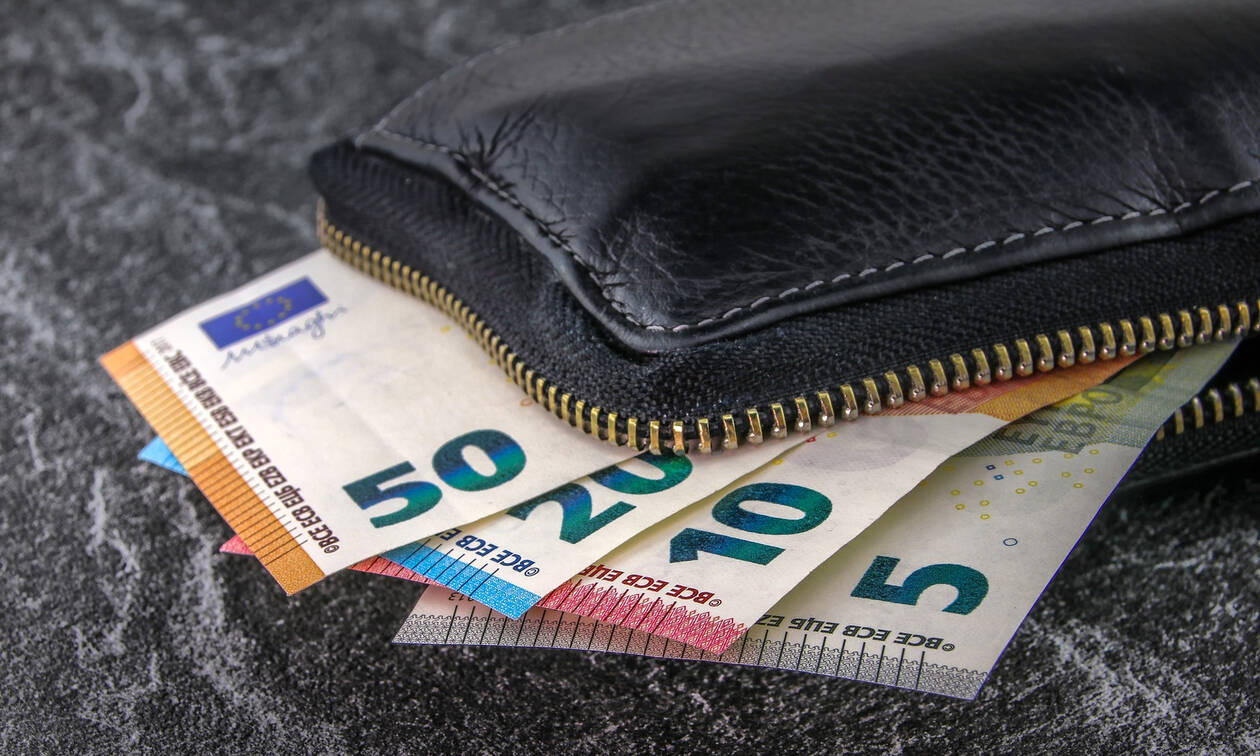 Αύξηση κατώτατου μισθού: Δείτε πόσα χρήματα θα κερδίζουν οι εργαζόμενοι το χρόνο