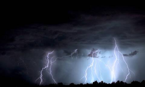 Καβάλα: Η βροχή «κατάπιε» σπίτι (pics)
