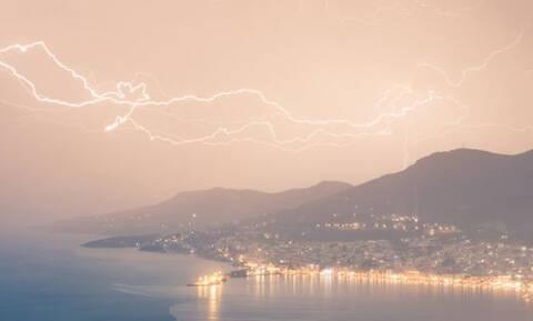 Σάμος: Μοναδικό καιρικό φαινόμενο «χτύπησε» το νησί - Συγκονιστικές εικόνες (pics)