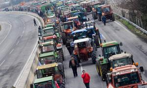 Μπλόκα αγροτών: Κόπηκε στα δύο η Ελλάδα - Τα τρακτέρ έκλεισαν την Αθηνών - Θεεσαλονίκης