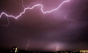 Καιρός ΤΩΡΑ: Με καταιγίδες και σκόνη η Τρίτη - Μέχρι 8 μποφόρ οι άνεμοι (pics)