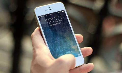 Σάλος με λάθος στα iPhone που μετατρέπει τη συσκευή σε... κατάσκοπο