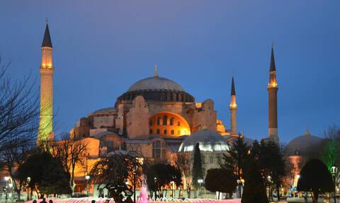 Πρόκληση κατά της Ορθοδοξίας: Συγκέντρωση φανατικών ισλαμιστών στην Αγιά Σοφιά - Τη θέλουν τζαμί