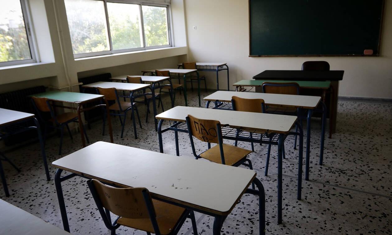 Θεσσαλονίκη: ΕΔΕ για τη δασκάλα που μοίρασε φυλλάδιο με εθνικιστικό περιεχόμενο στους μαθητές της