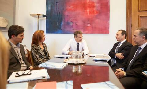 Συνάντηση Μητσοτάκη με την Πανελλήνια Ένωση Φαρμακοβιομηχανίας