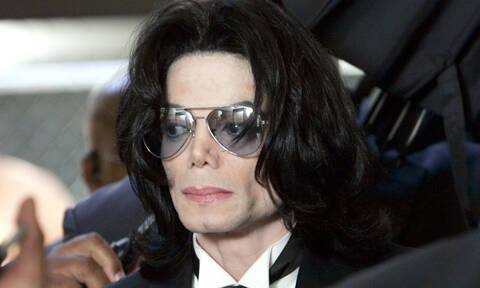 Σοκ: Ξόδεψε χιλιάδες ευρώ για να μοιάζει στον Μάικλ Τζάκσον (pics)
