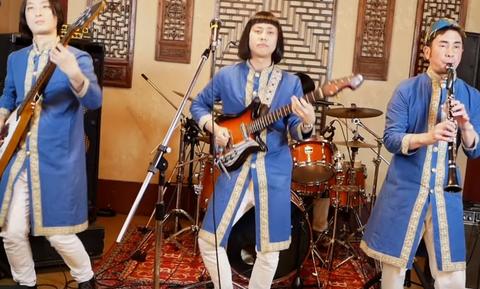 Κλάψτε από τα γέλια: Οι Ιάπωνες τραγουδούν τα «Καγκέλια» και ρίχνουν το διαδίκτυο (video)