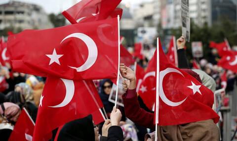 Τουρκία: Δεκάδες συλλήψεις πιλότων του στρατού για σχέσεις με τον Γκιουλέν