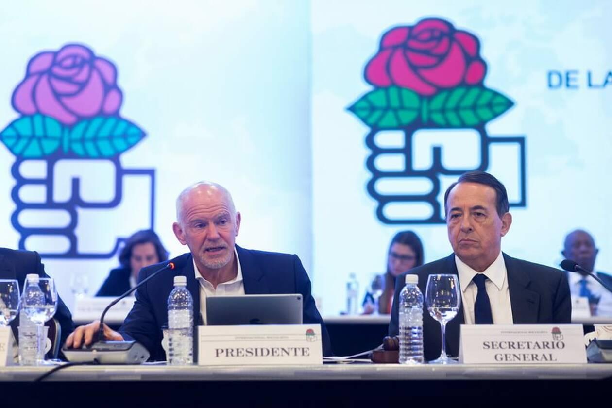 Ο ΓΑΠ με μούσι στο συνέδριο της Σοσιαλιστικής Διεθνούς