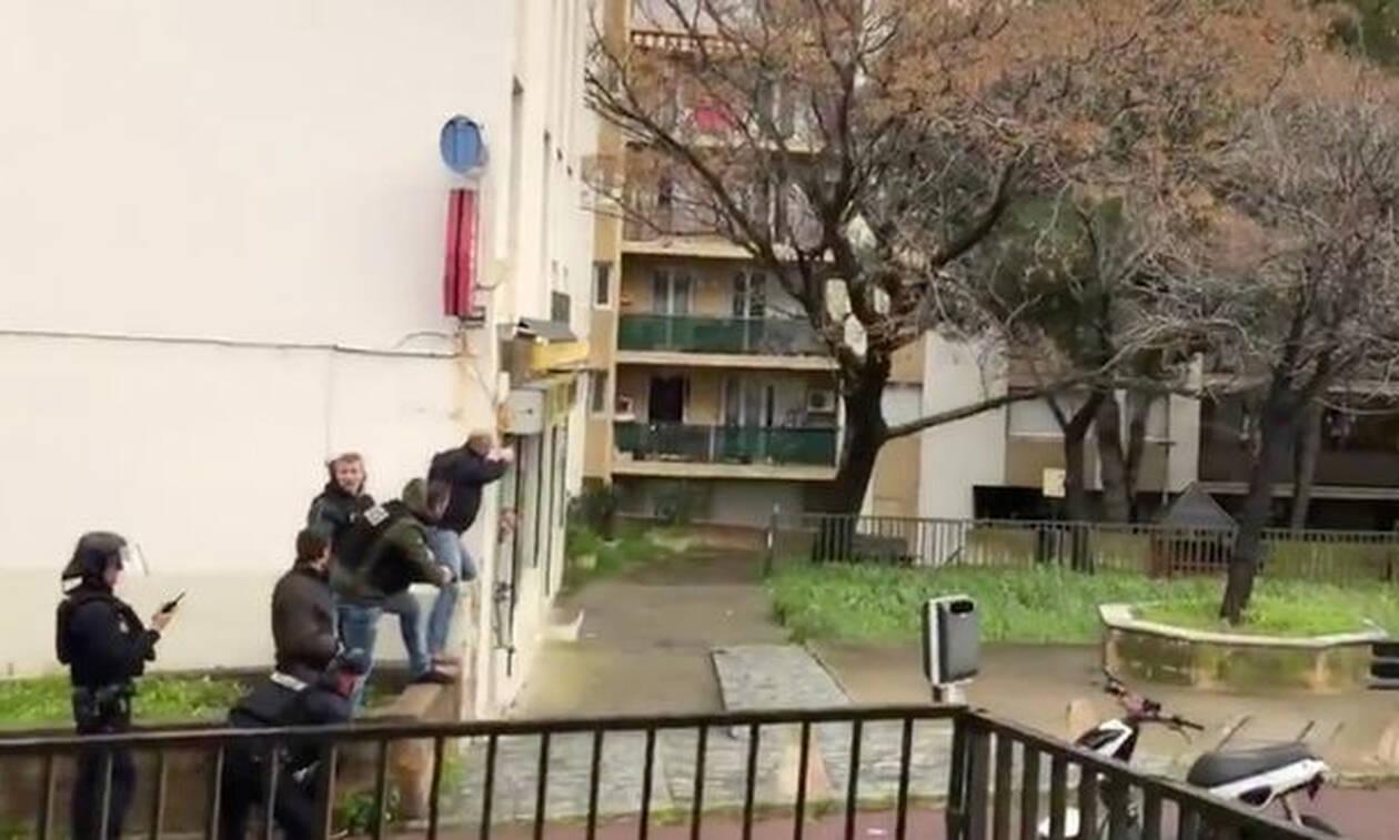 Συναγερμός στη Γαλλία: Ένοπλος άνοιξε πυρ κατά του πλήθους – Ένας νεκρός και πολλοί τραυματίες (Vid)