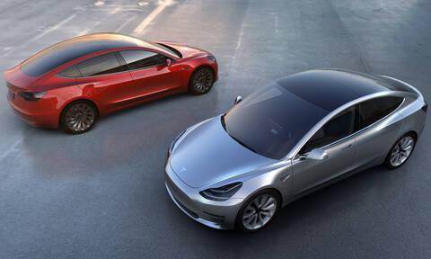Όταν βρέχει το εσωτερικό του Tesla Model 3 μπορεί να γίνει μούσκεμα!
