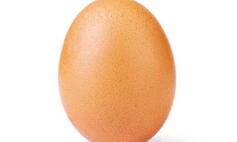 Το αυγό που ξεπέρασε το ρεκόρ της Kylie Jenner αρχίζει να σπάει (κυριολεκτικά)