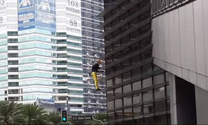 Συνελήφθη ξανά ο «Γάλλος Spiderman» μετά από άλλη μια εντυπωσιακή αναρρίχηση (vid)