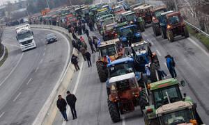 Μπλόκα αγροτών: Κλειστή για τέταρτη ημέρα η εθνική οδός Αθηνών-Θεσσαλονίκης