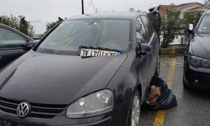 Θεσσαλονίκη: Μαθητές πέταξαν αυγά και ξήλωσαν σκοπιανές πινακίδες από αυτοκίνητο