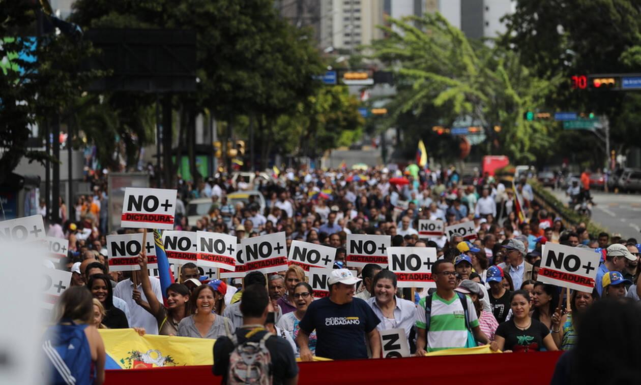 Βενεζουέλα ώρα μηδέν: Τρεις συλλήψεις από το καθεστώς Μαδούρο - Στα Εμιράτα ο χρυσός της χώρας