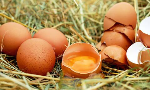 Με αυτόν τον τρόπο θα καθαρίσεις πανεύκολα το αυγό (video)