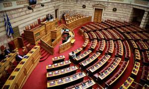 «Κουρελόχαρτο» ο Κανονισμός της Βουλής: Τον αλλάζουν για να «σώσουν» τον Καμμένο