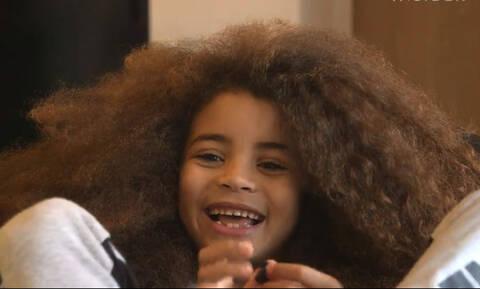 Γνωρίστε τον επτάχρονο με τα εντυπωσιακά μαλλιά που… αλλάζει τον χώρο του μόντελινγκ (vid)
