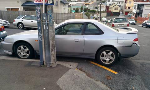 Γελάει ο κόσμος: Επικές προσπάθειες οδηγών να παρκάρουν σε χώρο για… νταλίκα (vid)