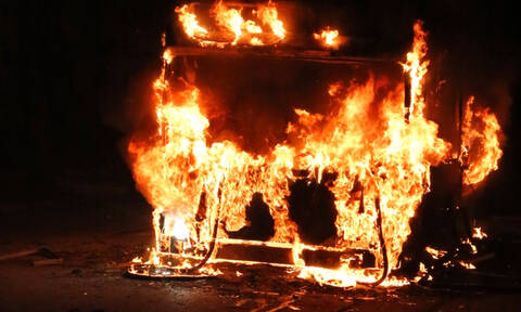 Στιγμές τρόμου για επιβάτες ΚΤΕΛ στην Κοζάνη: Λεωφορείο τυλίχθηκε στις φλόγες (pics&vids)