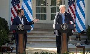 Έξαλλος ο Τραμπ με τον Τσίπρα: Είναι ανεύθυνος και αυτός και το κόμμα του