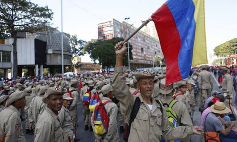 Χιλιάδες διαδηλωτές κατά του Μαδούρο κατακλύζουν το Καράκας (Vid)