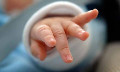 Θαύμα στην Κρήτη: 24χρονη γέννησε το μωρό της ενώ νοσηλεύεται στην Eντατική