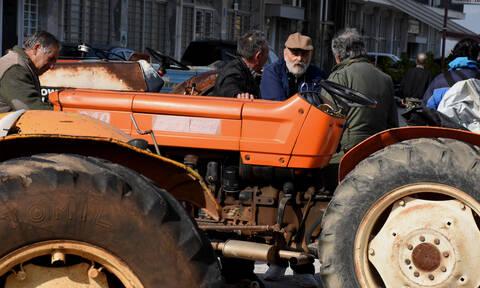 Μπλόκα αγροτών: Κρίσιμη σύσκεψη στη Νίκαια – Μένουν ή φεύγουν τα τρακτέρ;