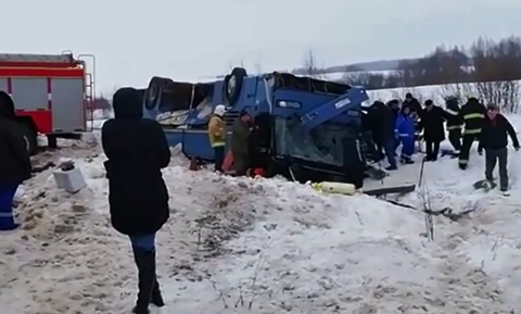 Τραγωδία στη Ρωσία: Ανατράπηκε λεωφορείο με παιδιά - Τουλάχιστον 7 νεκροί (pics & video)