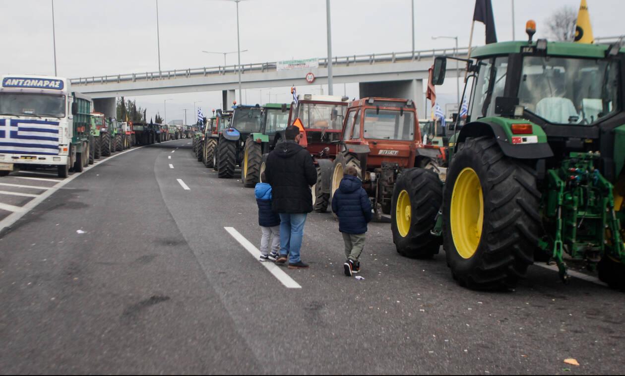 Αυξάνουν τα μπλόκα οι αγρότες - Ζητούν συνάντηση με την κυβέρνηση