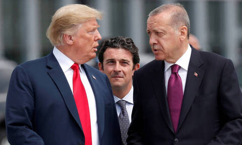 Πάνε γυρεύοντας να εξοργίσουν τον Τραμπ οι Τούρκοι: Ερντογάν και Τσαβούσογλου «παίζουν με τη φωτιά»