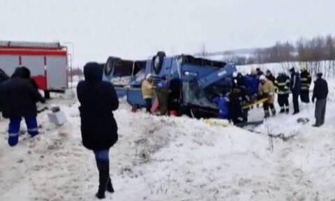 Τρόμος στην άσφαλτο: Επτά νεκροί και 32 τραυματίες σε ανατροπή λεωφορείου γεμάτο παιδιά