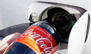 Τι γίνεται αν βάλει κανείς Coca-Cola στο ρεζερβουάρ ενός αυτοκινήτου;