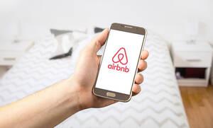 Airbnb: Κάνουν τις πολυκατοικίες τουριστικά καταλύματα - Μεγάλες ανατροπές