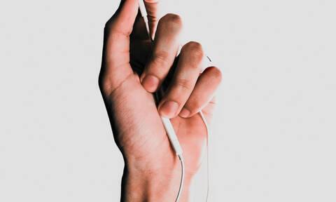 3 τρόποι για να μην μπερδεύονται τα ακουστικά σου