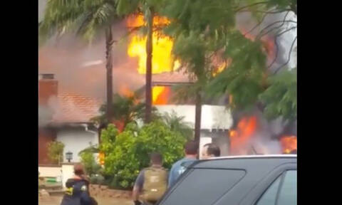 Τραγωδία στις ΗΠΑ: Συντριβή αεροσκάφους πάνω σε σπίτια - Πέντε νεκροί (vids)