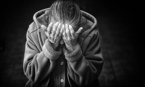 Πάτρα: Τρόμος για ηλικιωμένη - Εισέβαλαν τρεις κουκουλοφόροι σπίτι της