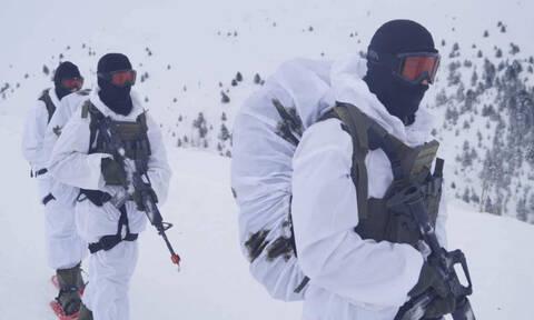 Oι Ευέλπιδες στα χιόνια – Εντυπωσιακές φωτογραφίες