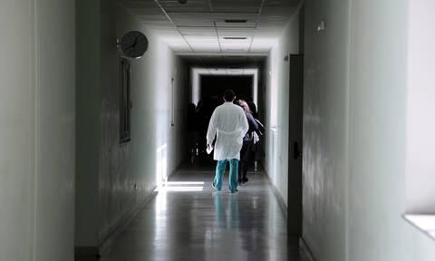 Ελεύθερος με όρους ο γιατρός του Ιπποκράτειου για τα «φακελάκια»