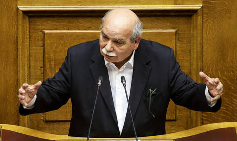 Άνω - κάτω η Βουλή μετά την επιστολή Τσίπρα σε Βούτση