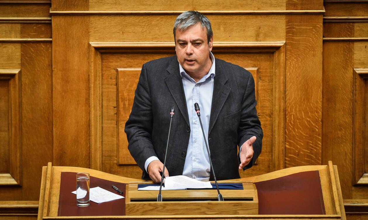 «Φλερτ» Βερναρδάκη με τους 6 «πρόθυμους»: Αν χρειαστεί, θα μπουν στην κυβερνητική πλειοψηφία