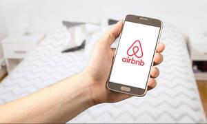 Airbnb: Πότε μπαίνει «χαρτόσημο» στις μισθώσεις