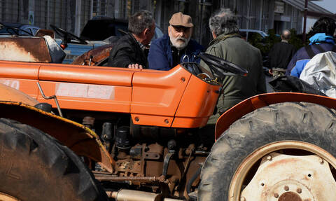 Οι αγρότες αποφάσισαν να κλείσουν τον κόμβο στον Πλατύκαμπο