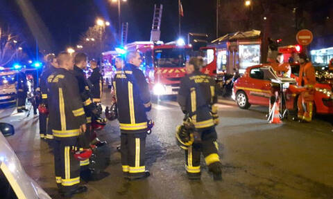 Νύχτα τρόμου στο Παρίσι: Επτά νεκροί από φωτιά σε πολυκατοικία (pics+vid)